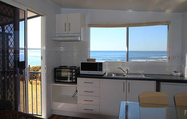Kitchen area or a relocatable cabin situated by the beach at a caravan home